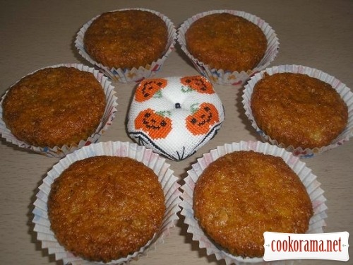 Pumpkin cakes with dried fruit
