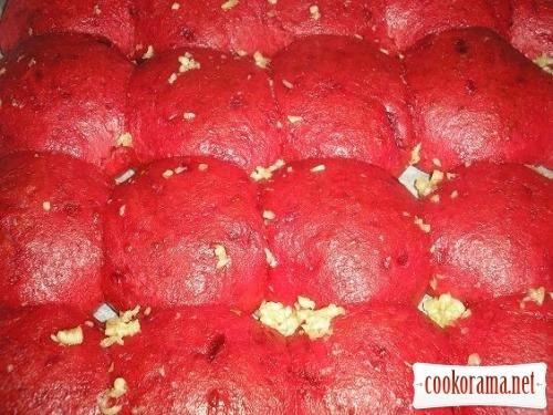 Beetroot pampushki with garlic