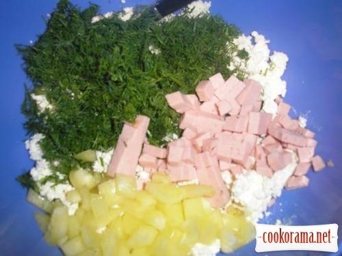 Киш творожный с колбасой