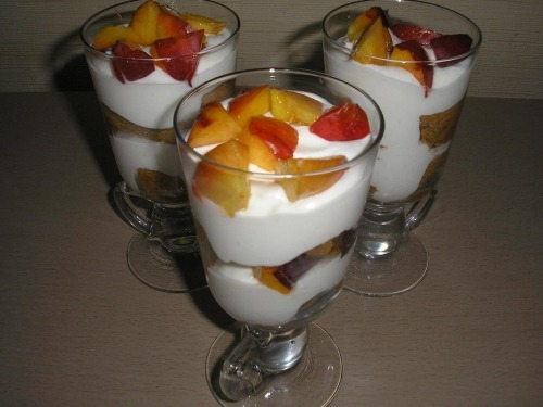 Десерт з нектаринами