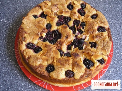 Pie with blackberries