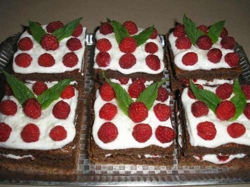 Пирожное малиново-кокосовое