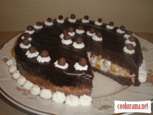 "Cake ""Peaches in chocolate"""