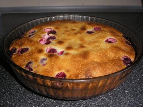 Пирог с вишнями без муки