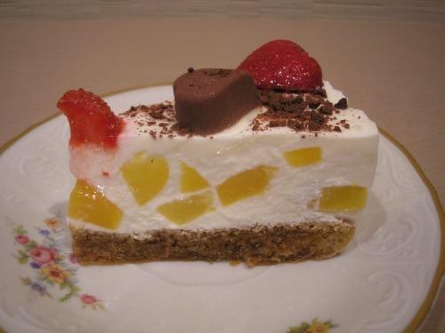 Торт без випічки з персиками