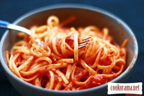 Лингвини с простейшим томатным соусом