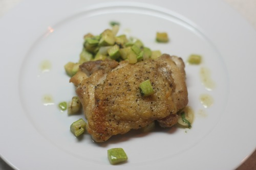 Жареная курица с кабачками и мятой