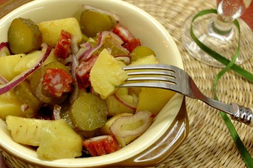 Картофельный салат с селянской колбаской