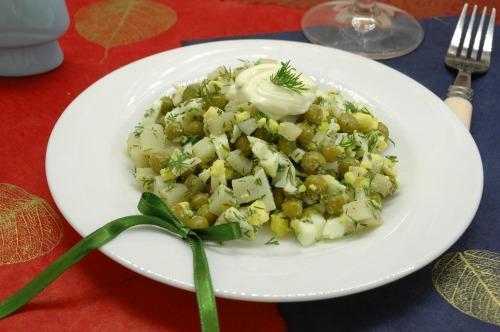 Салат с отварным кальмаром