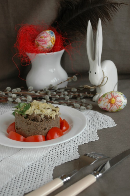 Печеночный паштет с черносливом и вяленой вишней