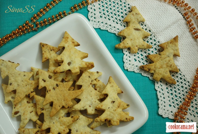 "Crackers with olives ""Christmas trees"""