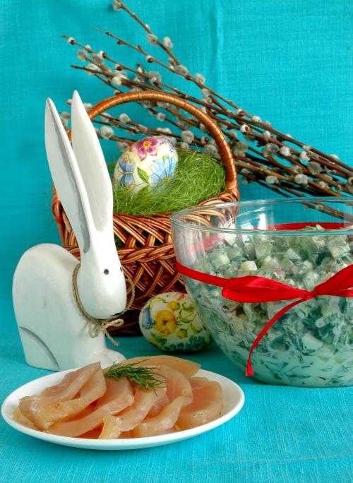 Балик з курячого філе і салат з черемшею