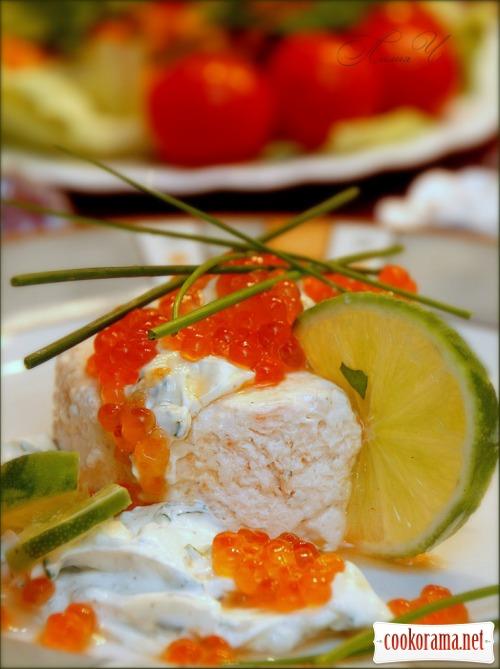 Пена из копченого лосося с соусом из лайма