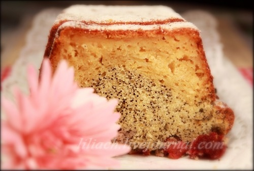 Apple-poppy cake with cherry