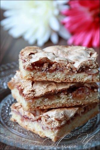 Пісочне печиво з джемом і горіховим безе