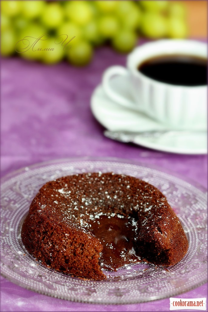 Шоколадное горячее пирожное с жидкой начинкой
