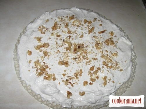 Cake form whites with nuts