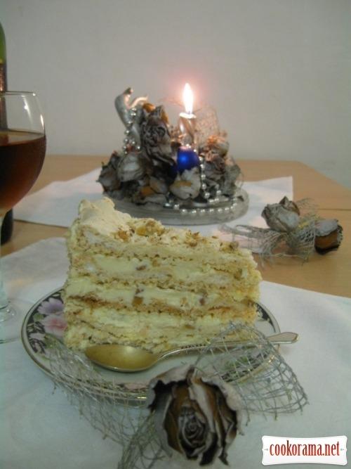 Торт белковый с орехами