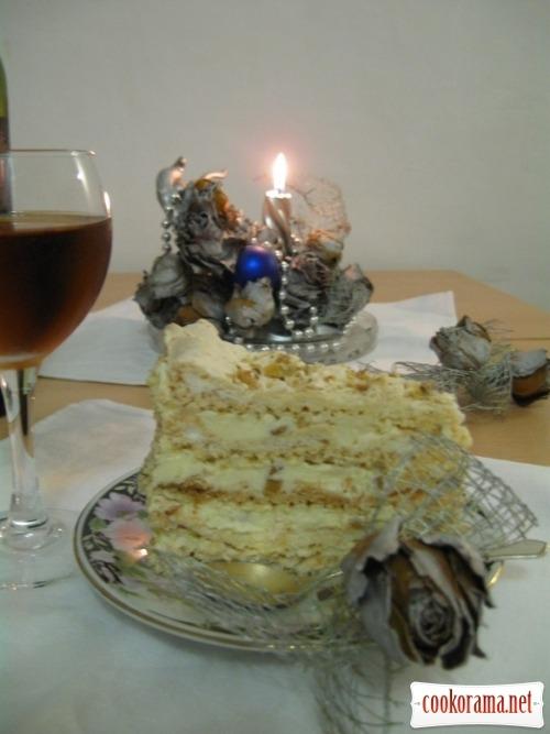Торт білковий з горіхами