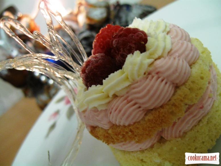 Малинові тістечка