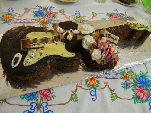 """Торт на 18-ти летие """"Электрогитара"""""""