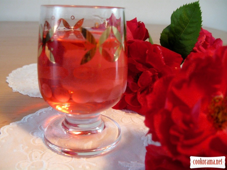 Ликер с чайной розы в домашних условиях