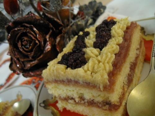 Cakes with blackberries