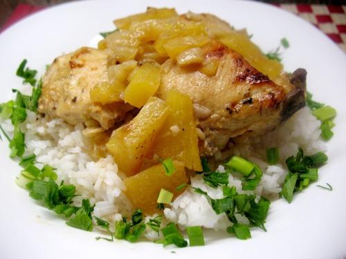 Курица в ананасах