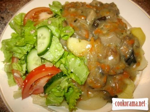 Картопля, гриби з підливою, салат