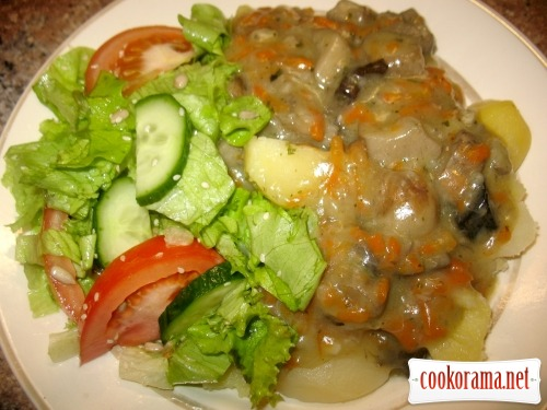 Картошка, грибы с подливкой, салат