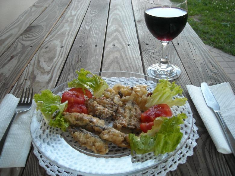 Сардини в цибулі