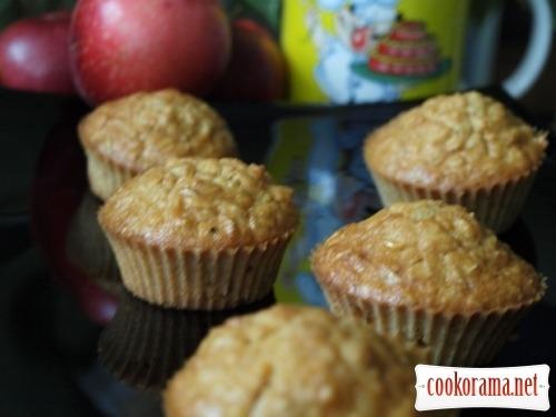 Oat-apple muffins
