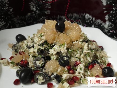 Салат «Необычный» с курицей,грейпфрутом и маслинами
