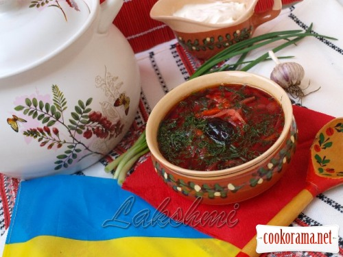 Lenten Ukrainian borsch with prunes