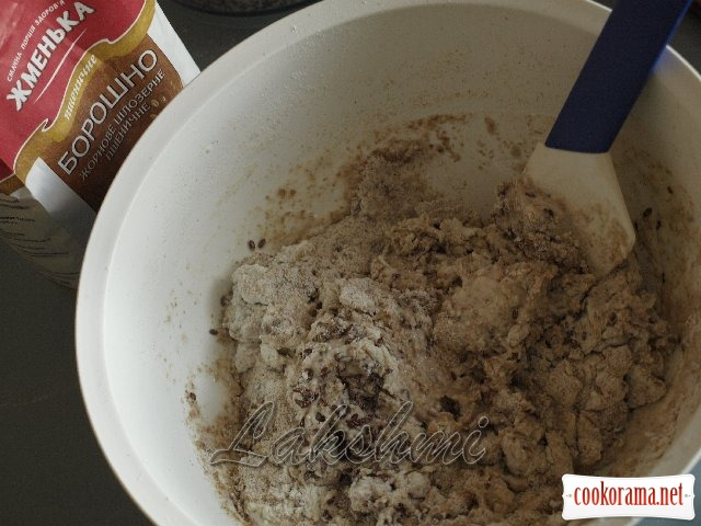 Булочки с кунжутом и семенами льна из цельнозерновой муки
