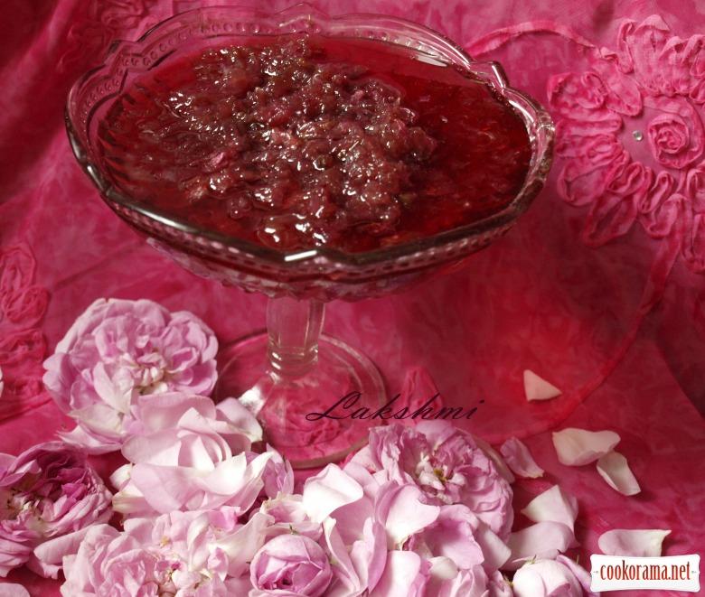 Варення з пелюсток троянди
