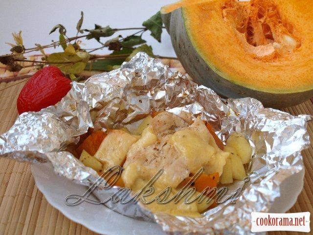 Вкусный ужин из тыквы и куриного филе, запечённый в фольге