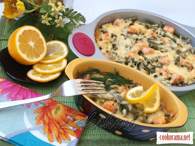 Rice casserole with salmon and asparagus beans