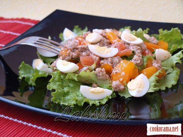 Салат с сёмгой и хурмой