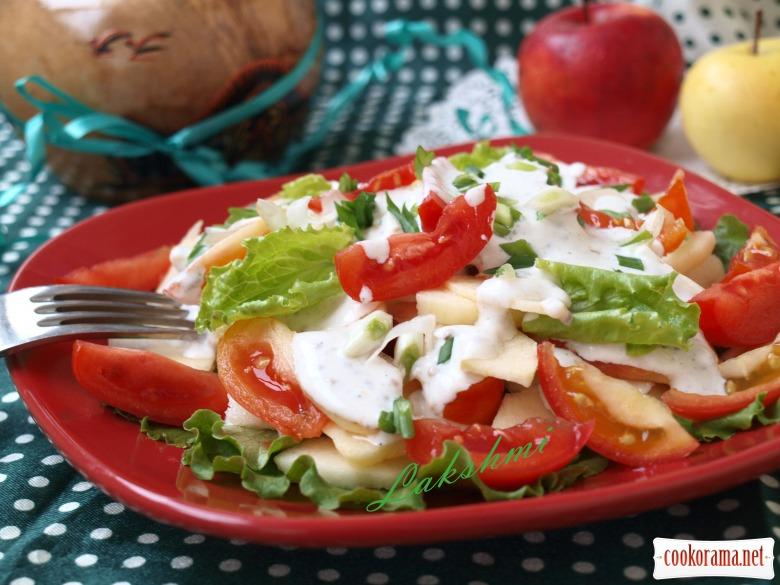 Салат с яблоками и помидорами со сметанно-горчичной заправкой