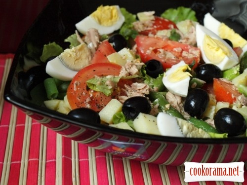 Salad with tuna and vegetables