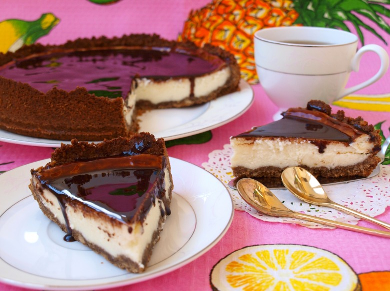Cheese cheesecake with chocolate
