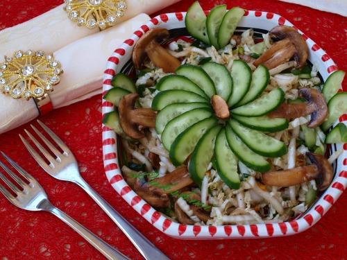 Салат с сырыми шампиньонами и пекинской капустой