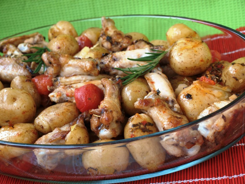Картофель запечённый с куриными крылышками