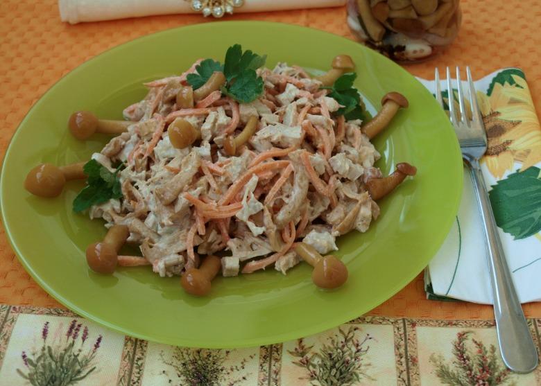 Салат с маринованными опятами рецепт очень вкусный с