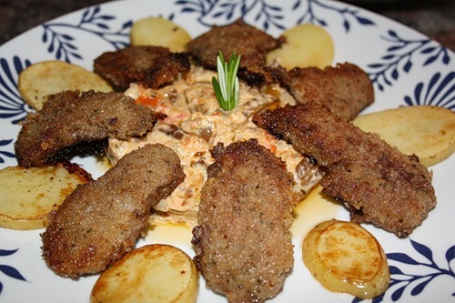 Утиная грудка с грибным рагу и картофелем