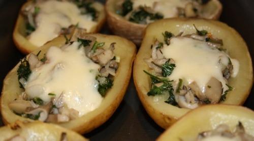 Potato stuffed with mushrooms