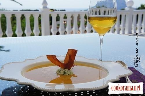 Крем-суп из тыквы с картофельным муссом и чипсами из хамона