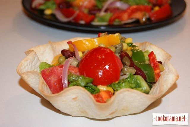 Салат в стиле мексикано.