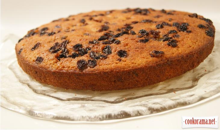 Влажный тыквенный кекс с орехами и изюмом.